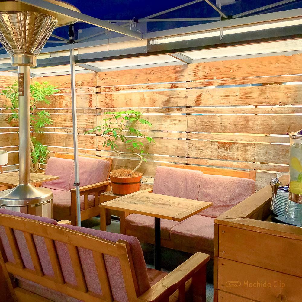44 APARTMENT(ダブルフォーアパートメント)町田店のテラス席の写真