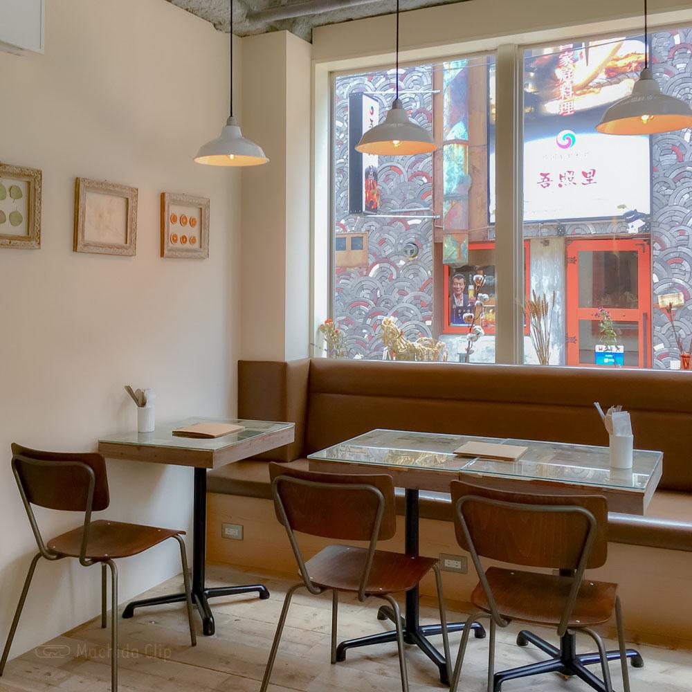 Cafe&BAR Monica&Adriano(モニカ&アドリアーノ)の1階店内の写真