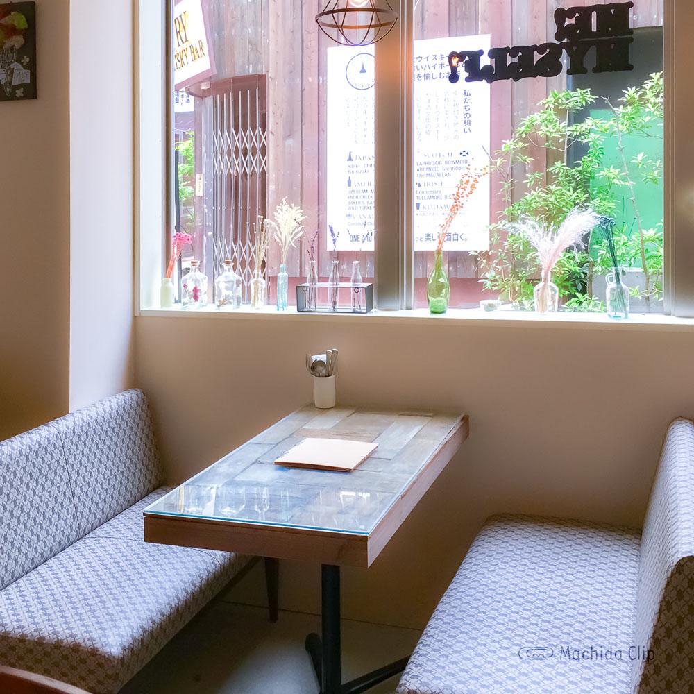 Cafe&BAR Monica&Adriano(モニカ&アドリアーノ)のソファ席の写真