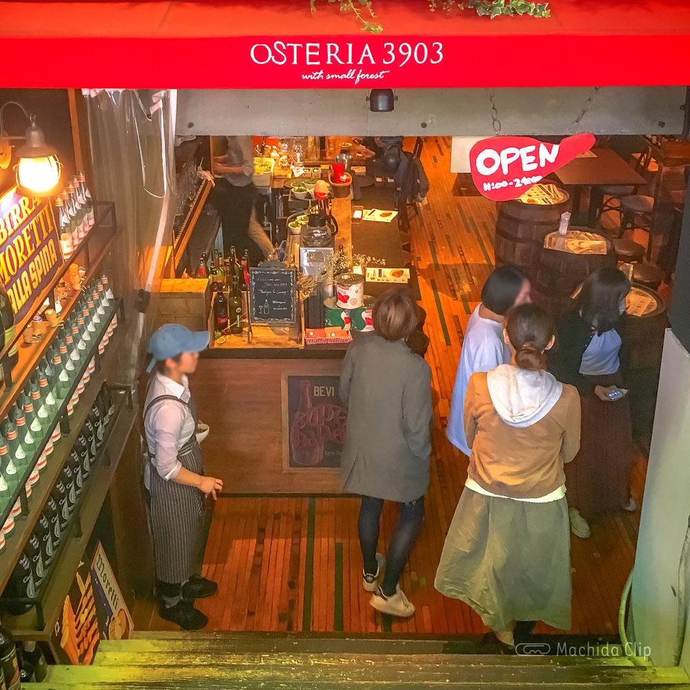 オステリア3903の入り口の写真