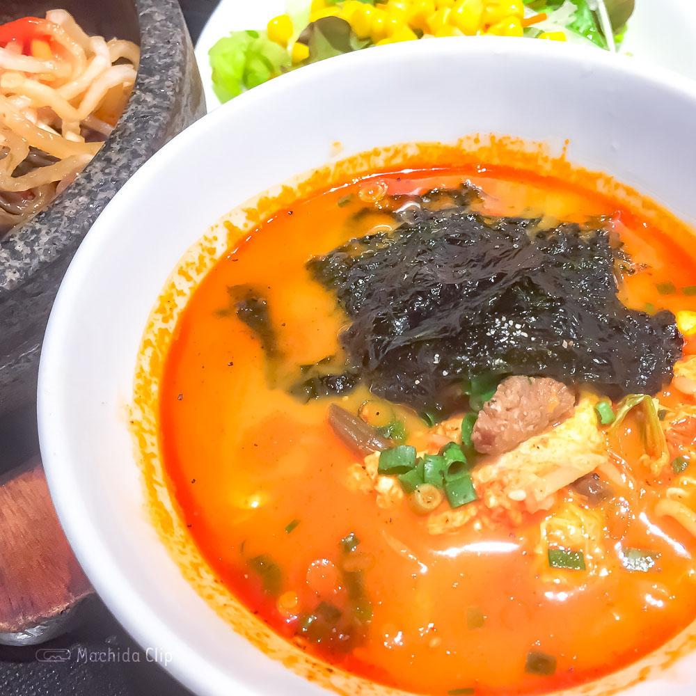 焼肉トラジ 町田店の「ユッケジャン麺」の写真