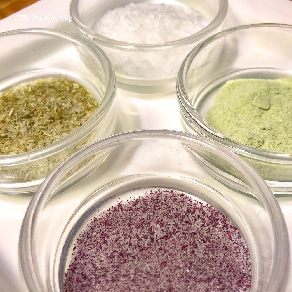 天ぷら 新宿つな八 町田店の塩の写真