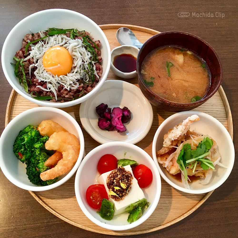 和カフェ yusoshi 町田の「一汁三菜セット」の写真