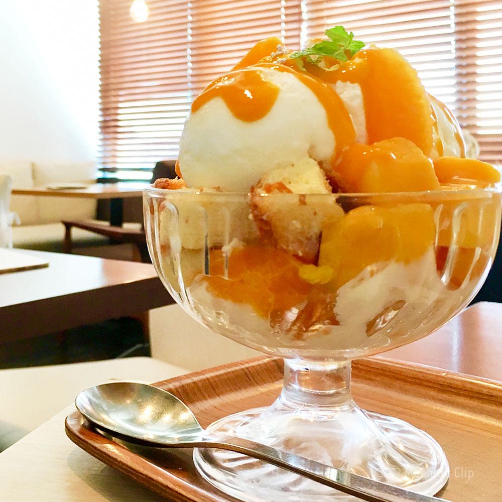和カフェ yusoshi 町田の「オレンジとマンゴーのパフェ」の写真