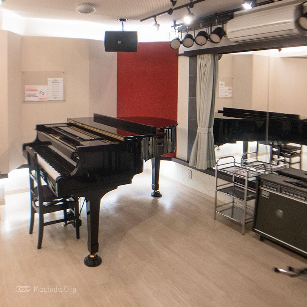 クラウドナインスタジオ 町田店のグランドピアノの写真