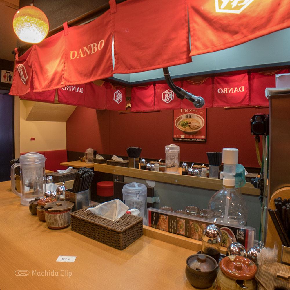 ラーメン暖暮 町田店の店内の写真