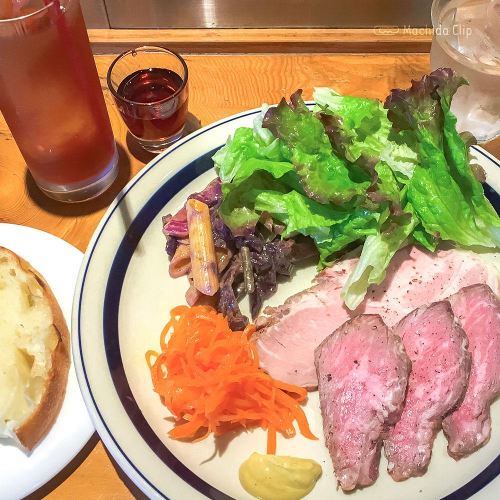 肉ビストロ ディヴァン 町田駅前店の「黒毛和牛ローストビーフと佐助豚ローストポークプレート」の写真
