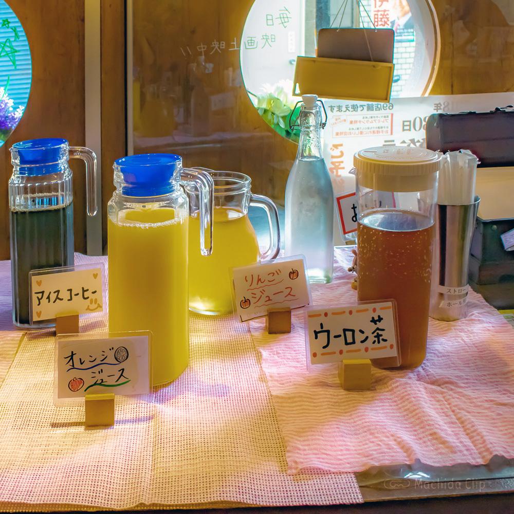 ジーニーズ 町田店のドリンクバーの写真