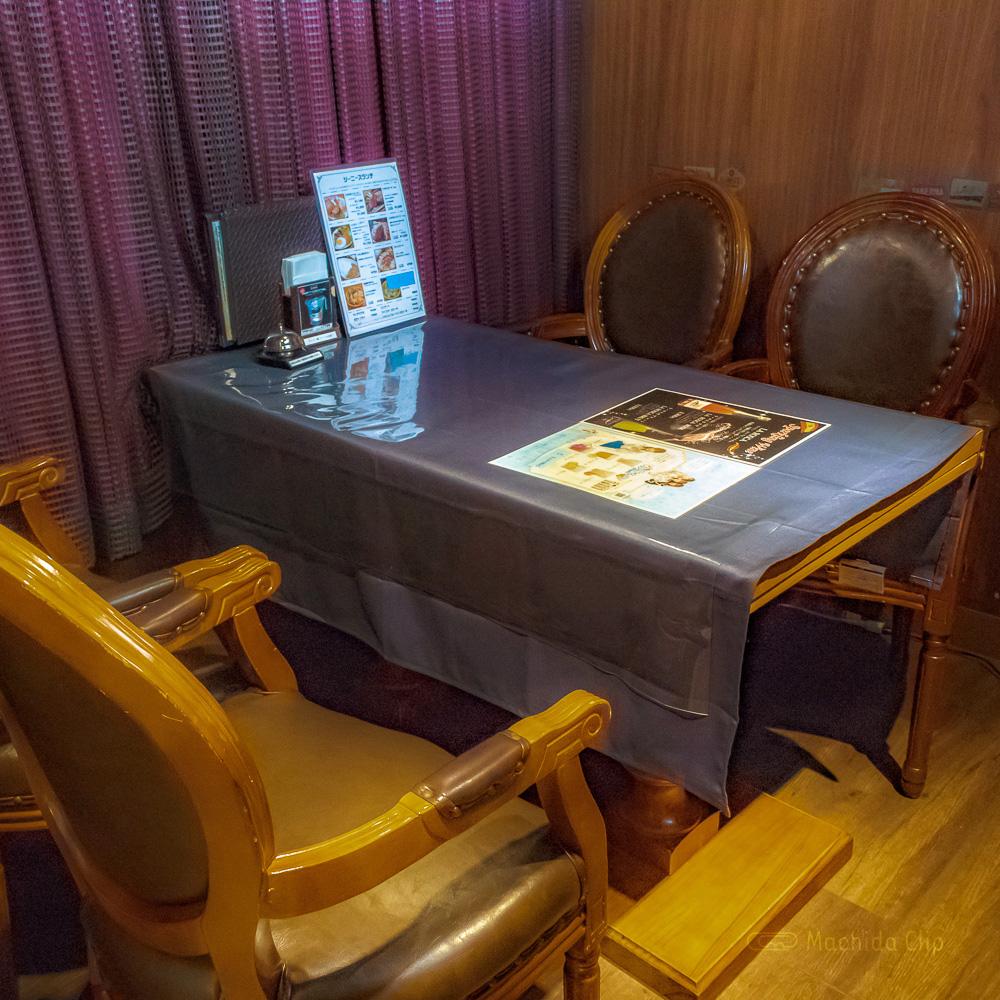 ジーニーズ 町田店の個室の写真