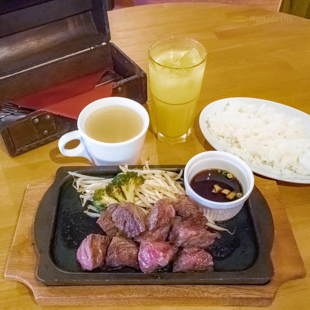 ジーニーズ 町田店の「ハラミステーキ」の写真
