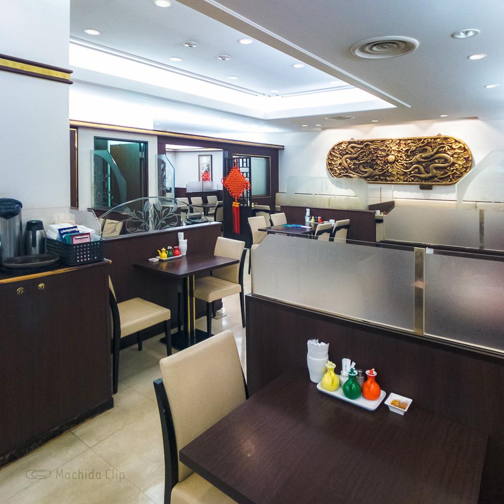 中華料理 鳳鳴春 の店内の写真