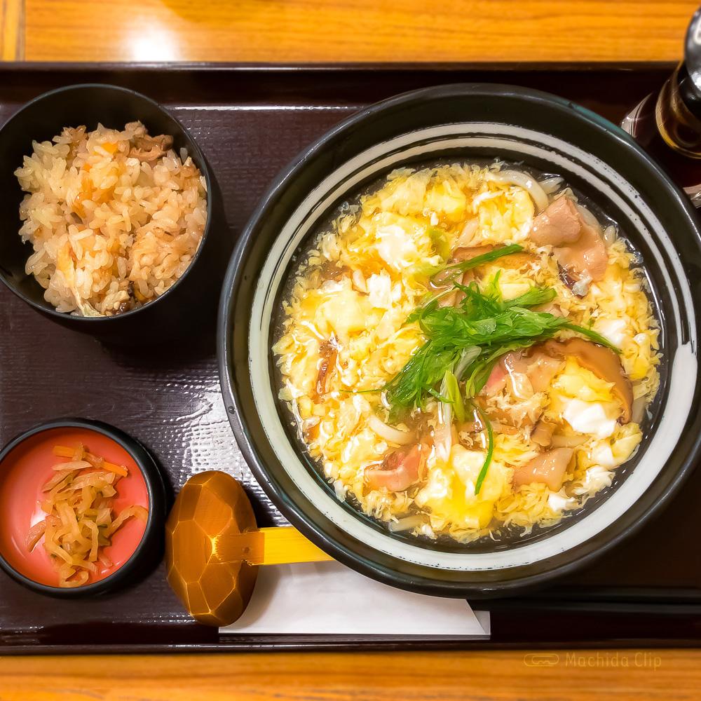 杵屋 小田急百貨店町田店の「王さんの卵とじうどんと御飯定食」の写真