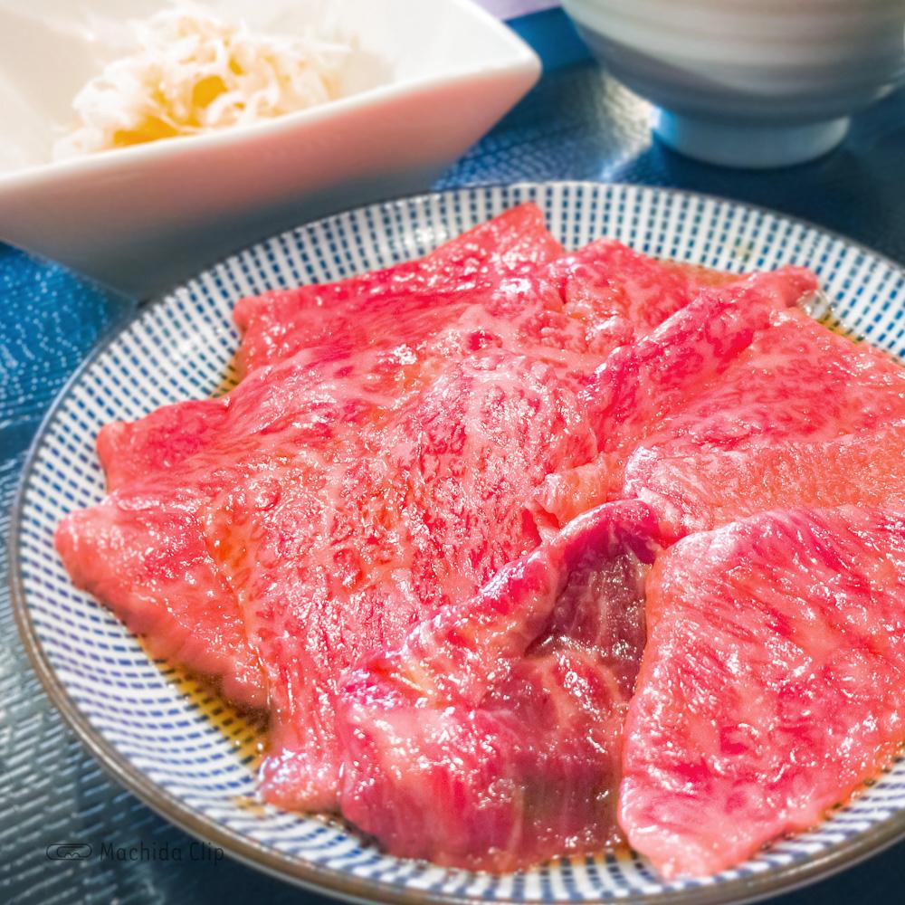 元祖 鶏焼肉と手打ち餃子 きりんの「一頭両騨のA5和牛の焼肉御膳」の写真