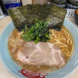 「町田家 町田本店」たかさご家出身の家系ラーメン、濃厚でこってりした豚骨醤油スープの写真
