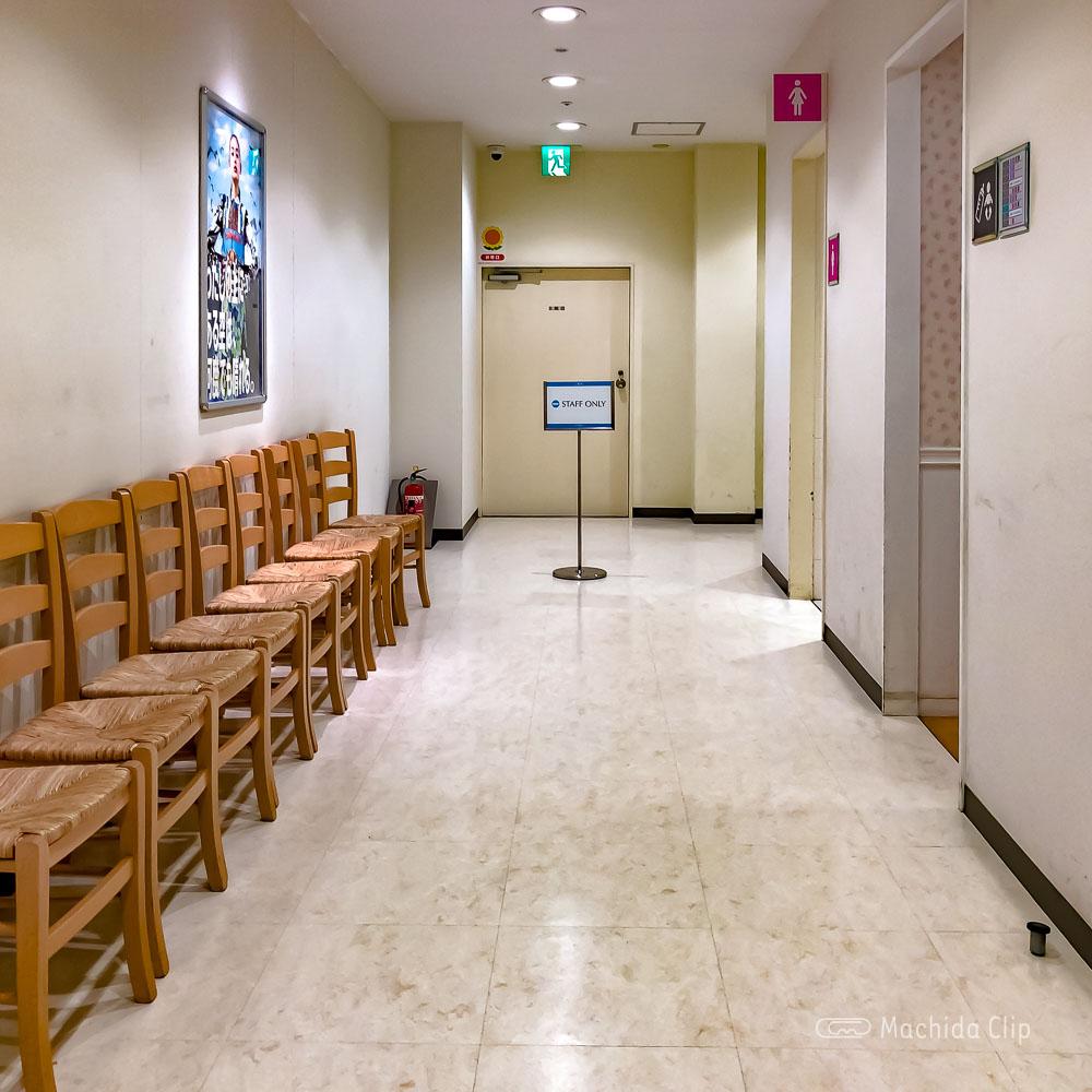 ルミネ町田 授乳室の通路の写真