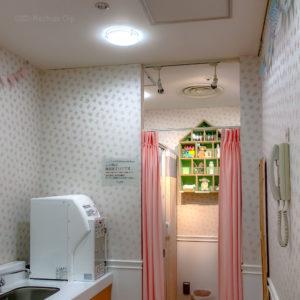 「ルミネ町田」のベビールームをレポート!授乳室とおむつ交換台の写真
