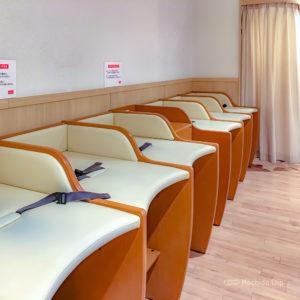 「町田東急ツインズ」の授乳室をレポート!6台のおむつ交換台と身長体重計の写真