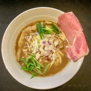 「煮干し豚骨らーめん専門店 六郷 町田店」濃厚な煮干しと豚骨のWスープ、和え玉で2倍楽しめるの写真