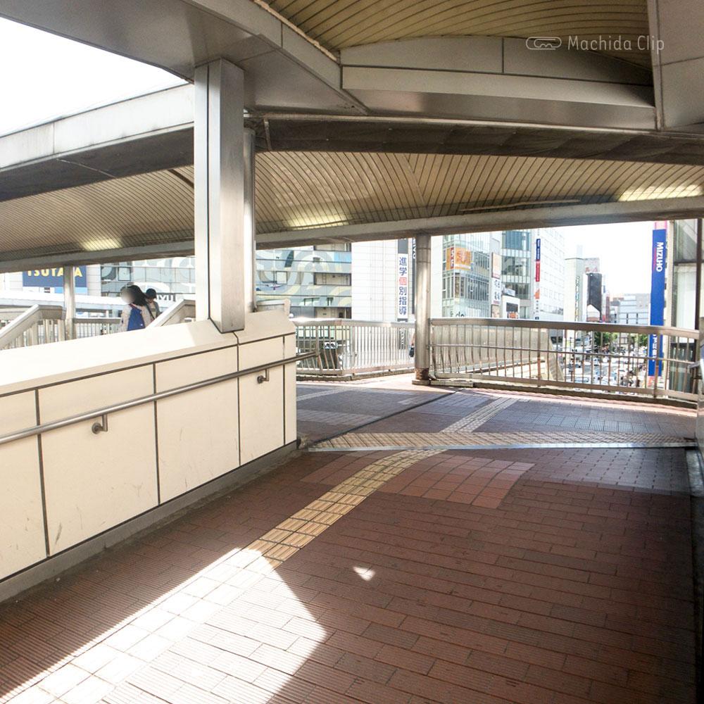 【道順案内の写真】小田急町田駅のデッキ
