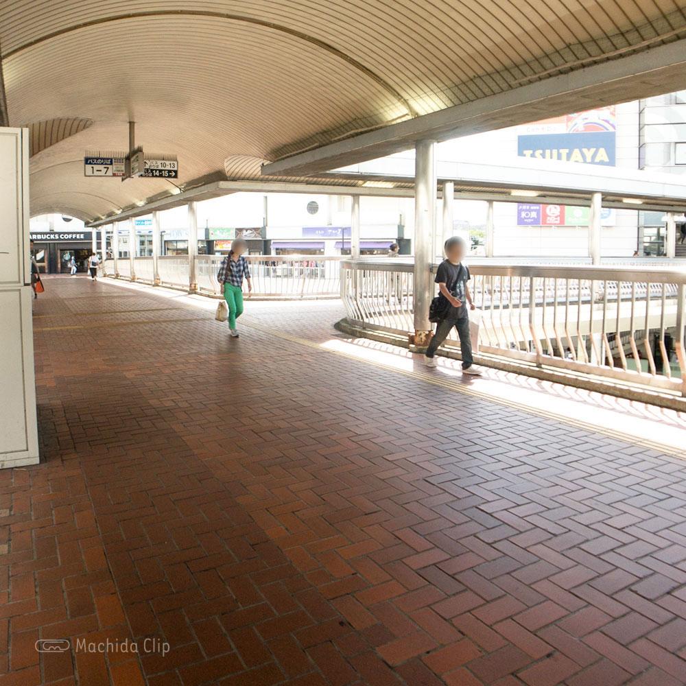 【道順案内の写真】小田急町田駅のデッキ中央