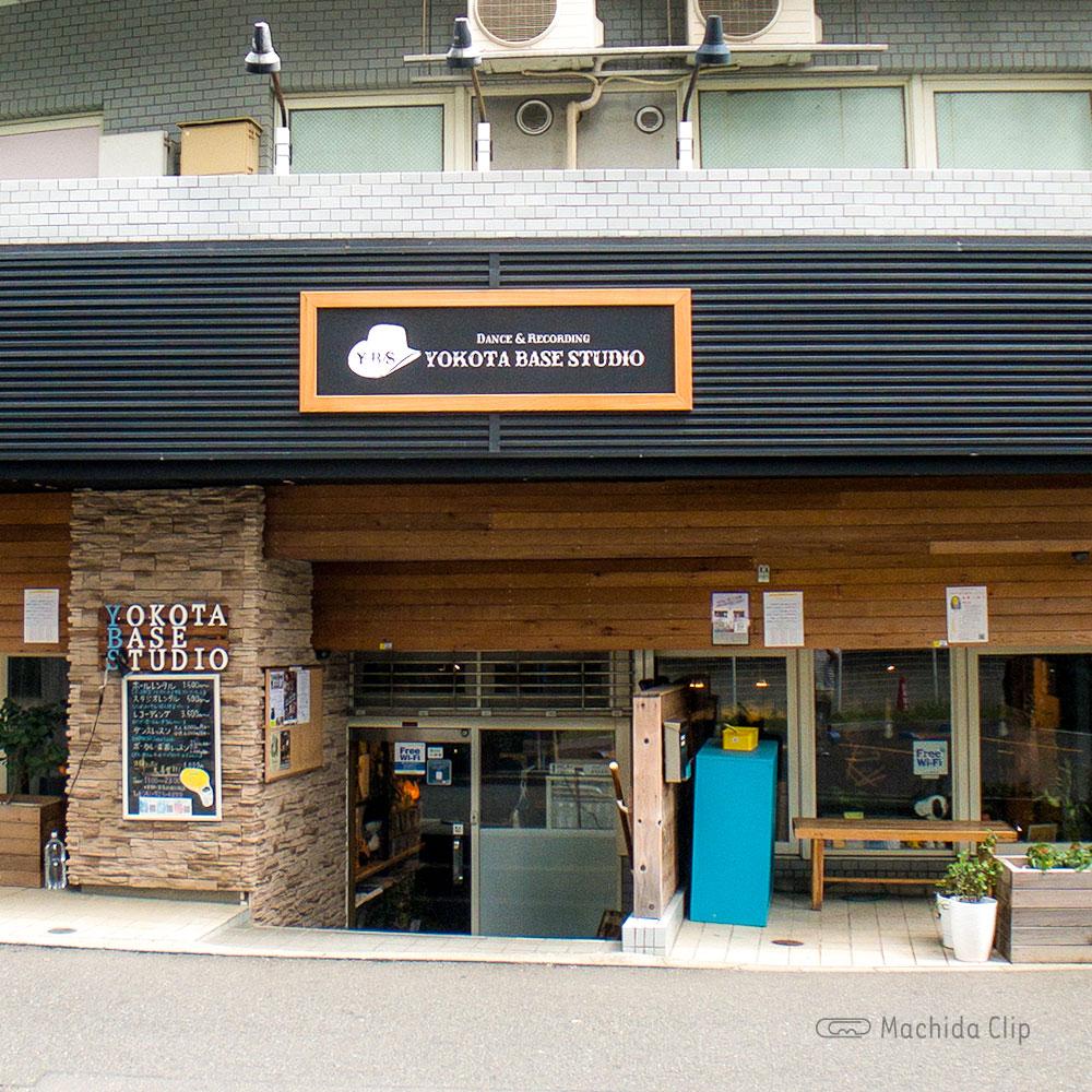 YOKOTA BASE STUDIO 町田店の外観の写真