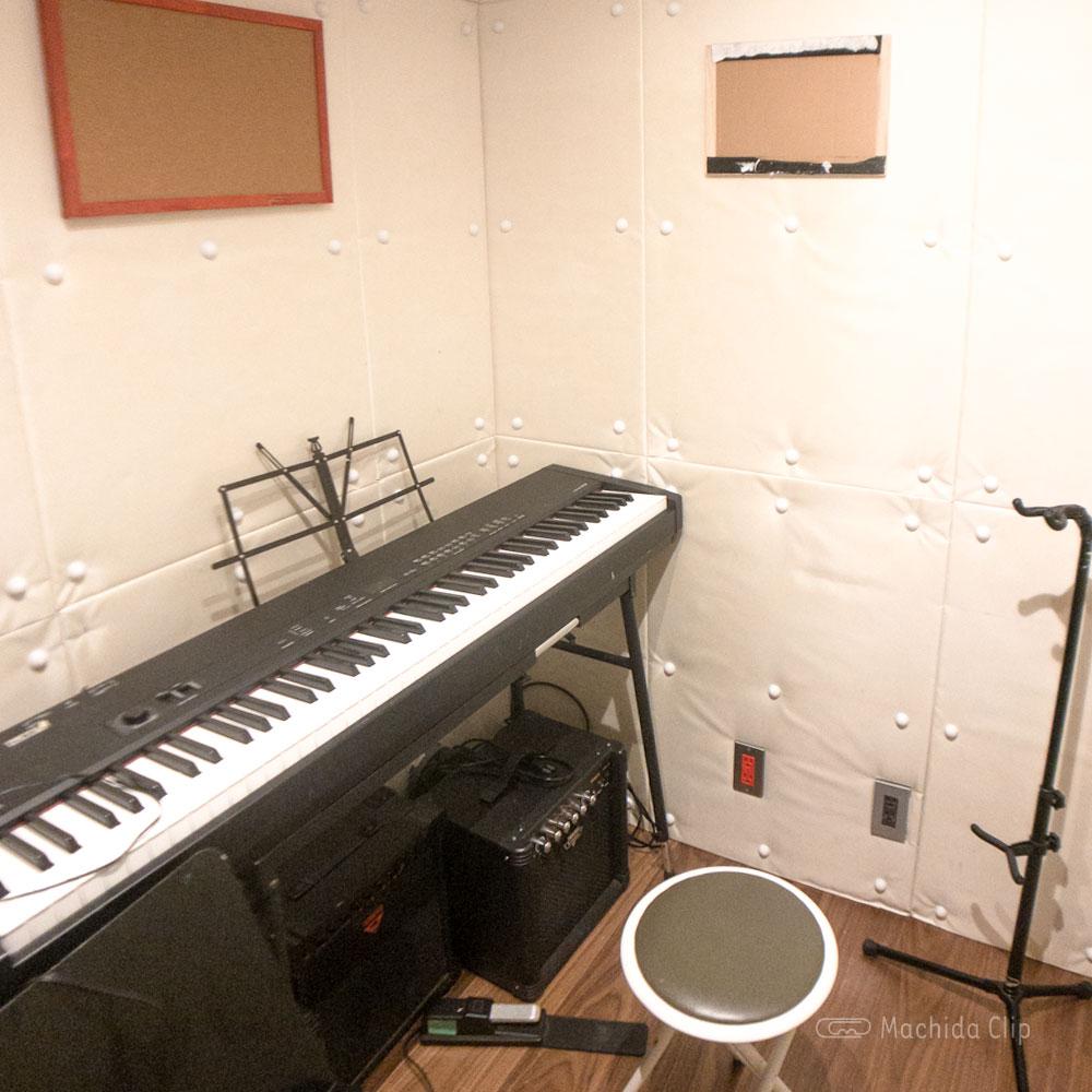 YOKOTA BASE STUDIO 町田店の個人練習専用スタジオの写真