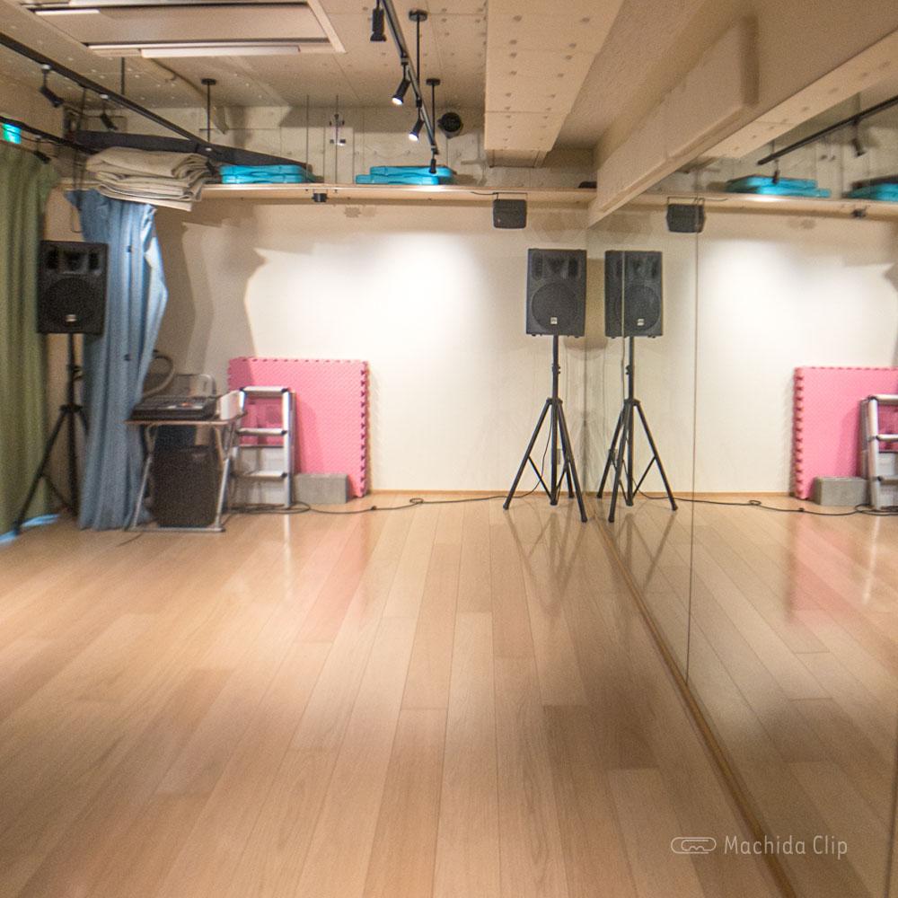 YOKOTA BASE STUDIO 町田店の多目的ホールの写真
