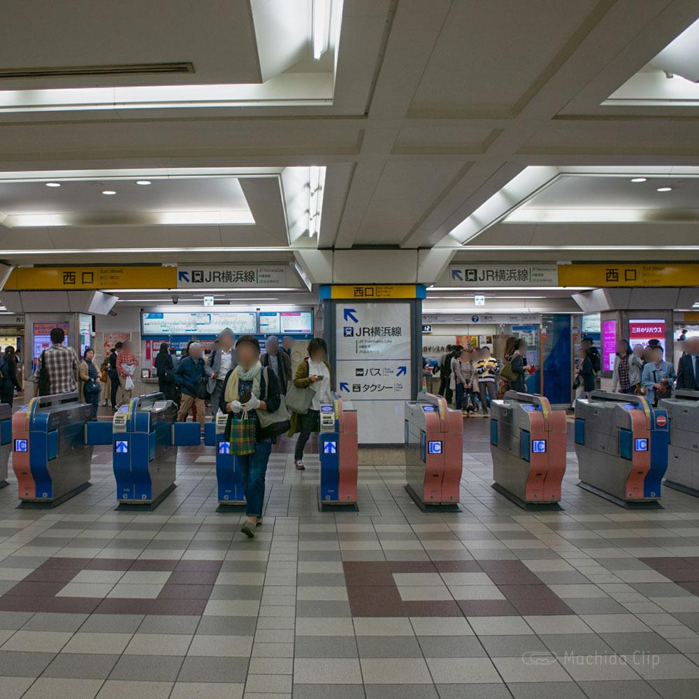 【道順案内の写真】小田急線町田駅の西改札口