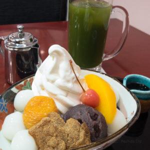 麻布茶房 小田急町田店の白玉クリームあんみつとアイス抹茶の写真