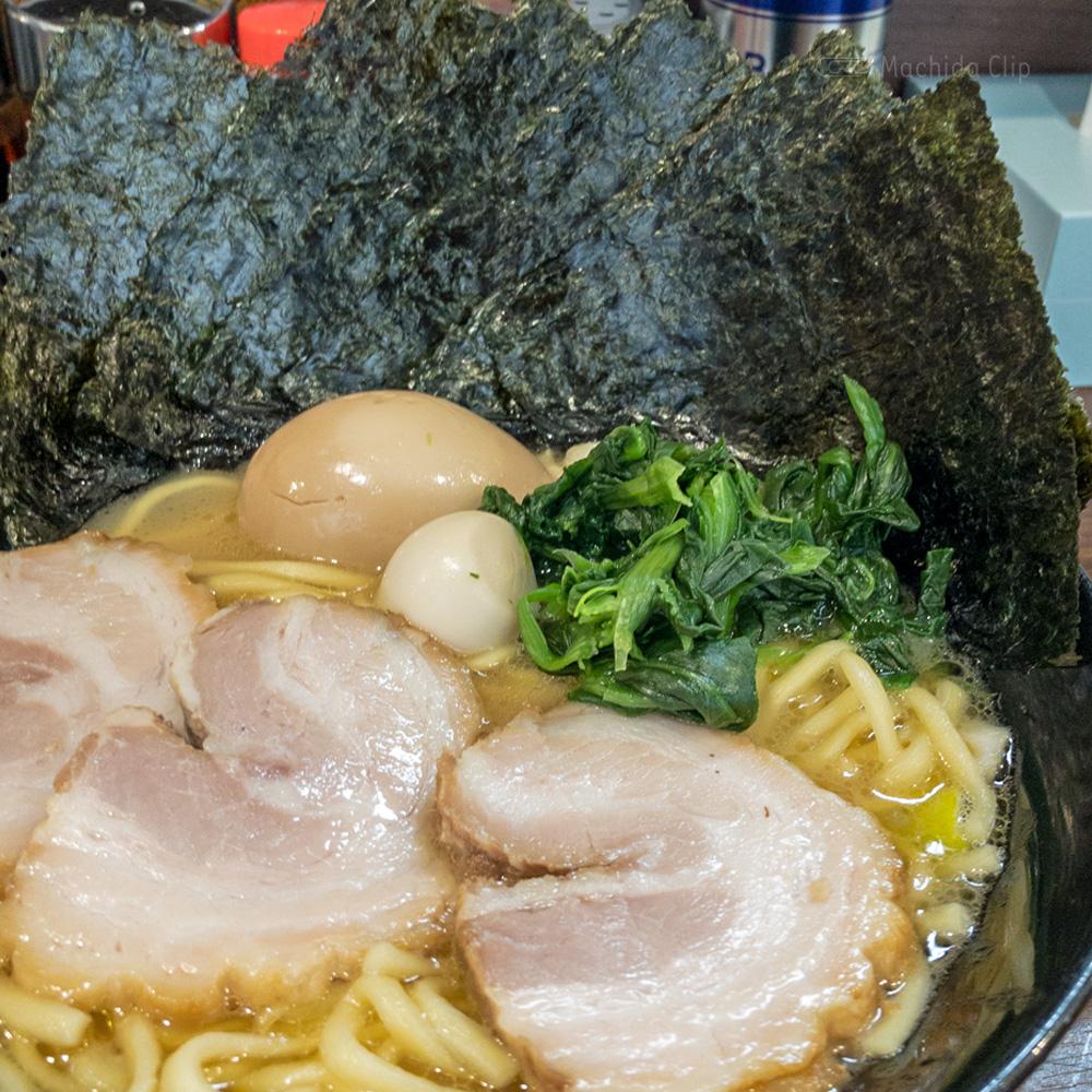 横浜家系ラーメン 町田商店33のラーメンの写真
