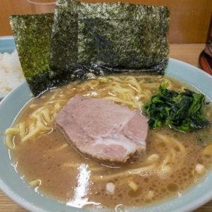 町田「奥津家(おくつや)」家系ラーメンの名店、豚骨醤油のスープが絶品!おすすめの食べ方を紹介の写真