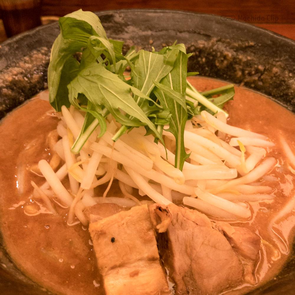 辛麺 真空のラーメンの写真