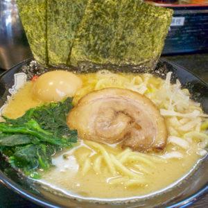 【閉店】「ゴル麺。 町田店」23時まで営業!おすすめメニューの醤油豚骨ラーメンと町田限定のライスバーの写真