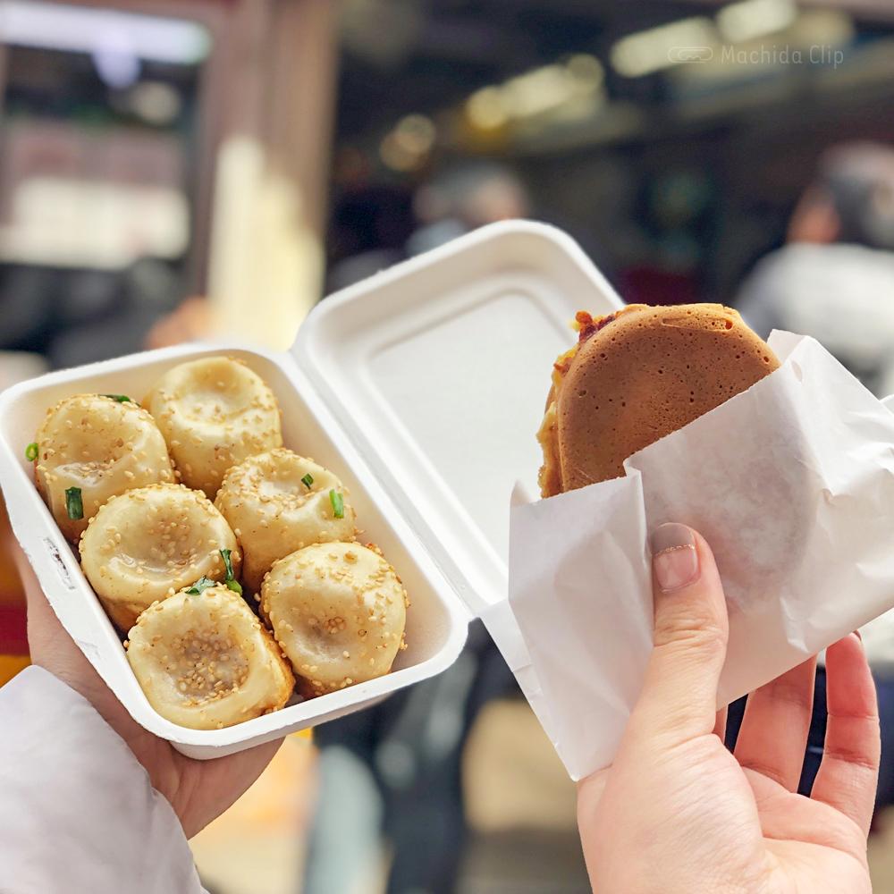 小陽生煎饅頭屋の小籠包とマルヤ製菓の大判焼きの写真