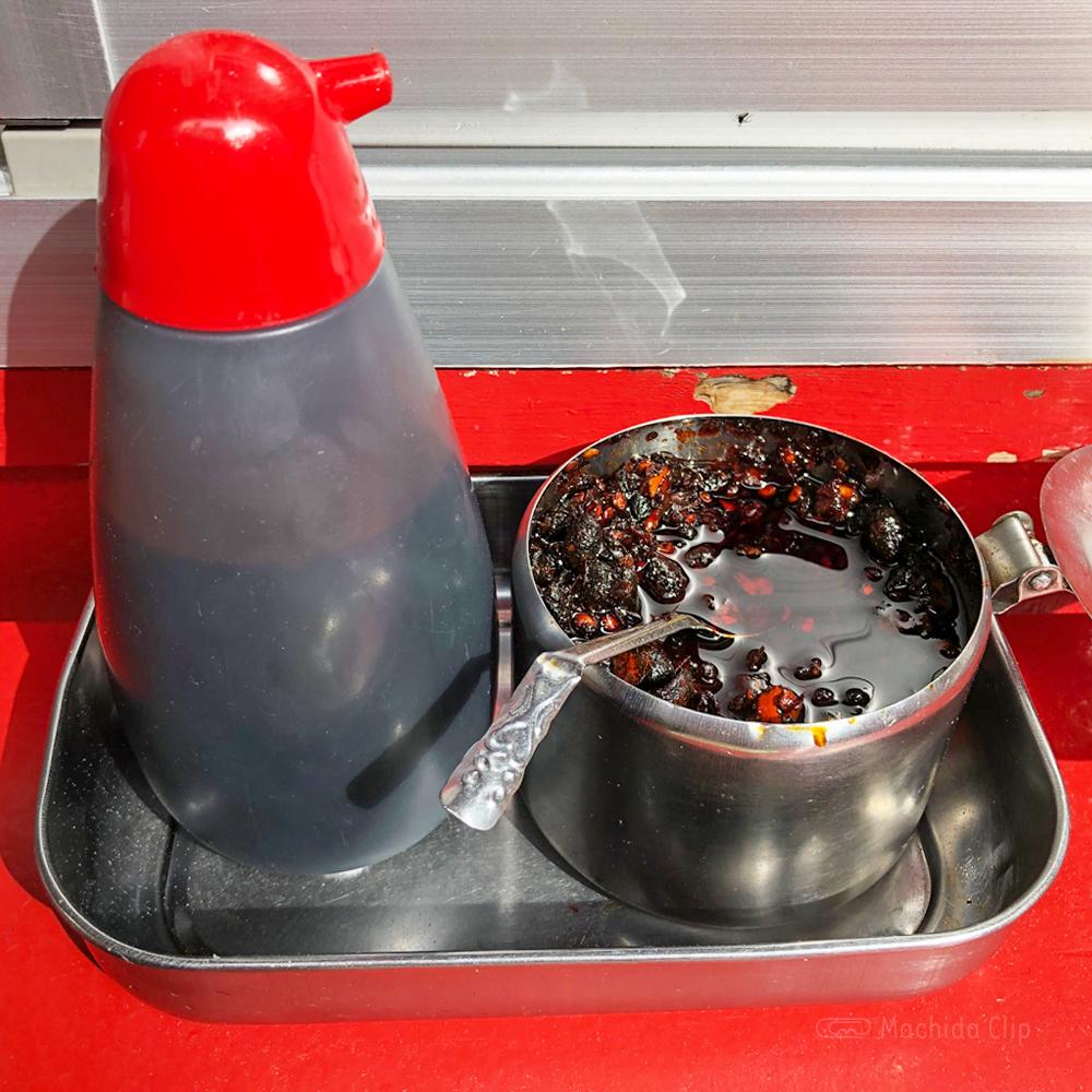 小陽生煎饅頭屋の調味料の写真