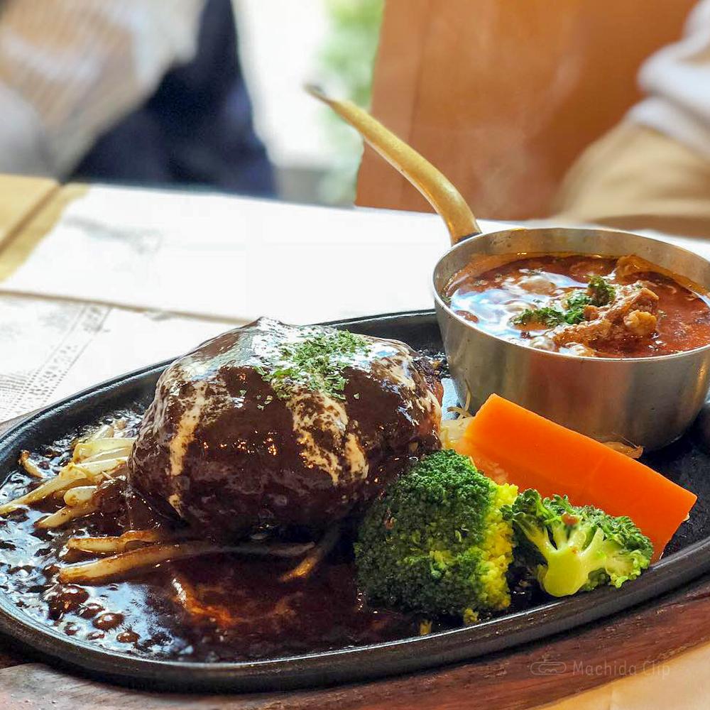 肉ダイニング 鉄重 町田店の霜降りハンバーグとステーキが絶品!前菜付きレディースセットがおすすめの写真