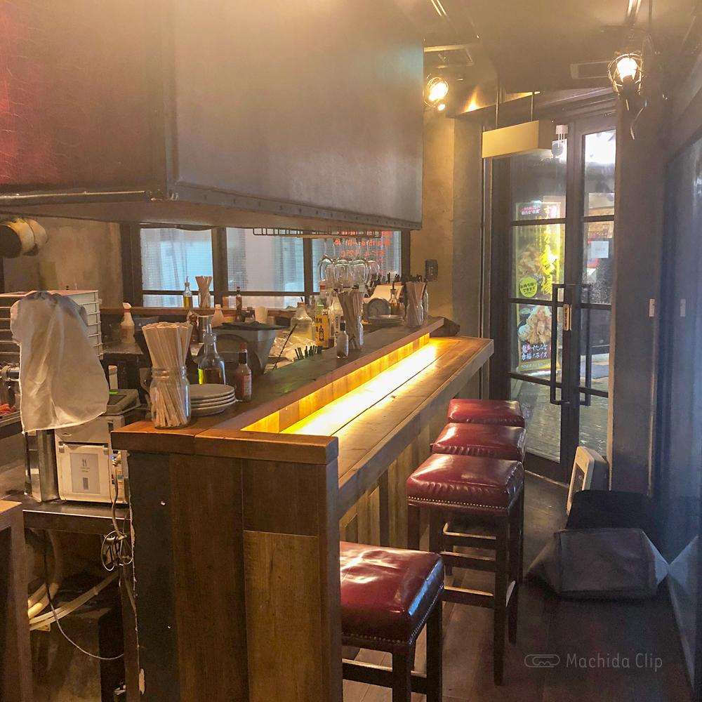 CONA 町田店のカウンター席の写真
