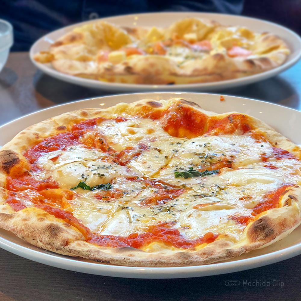 CONA 町田店のピザの写真