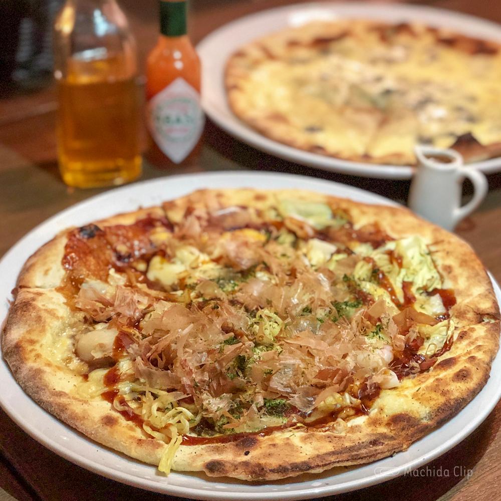 CONA 町田店の下町スペシャルピザの写真