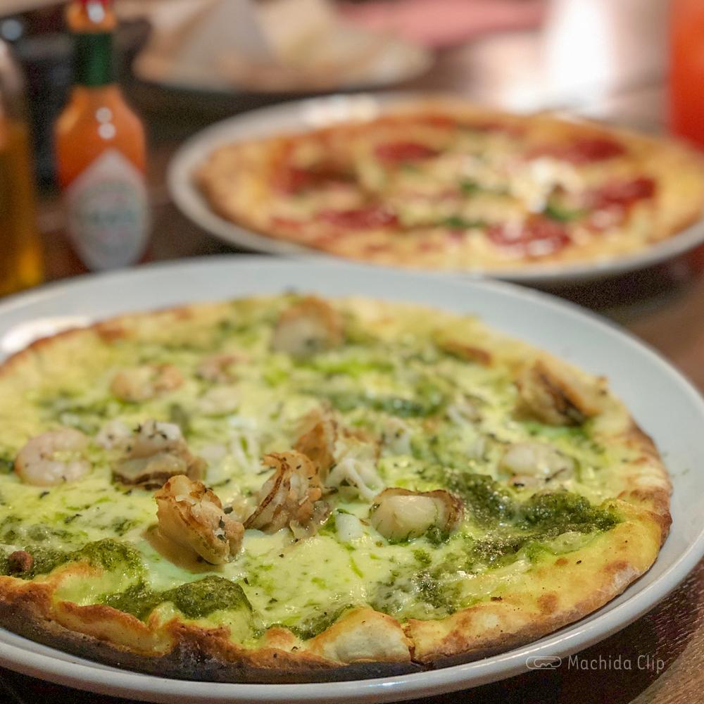 CONA 町田店のバジルシーフードピザの写真