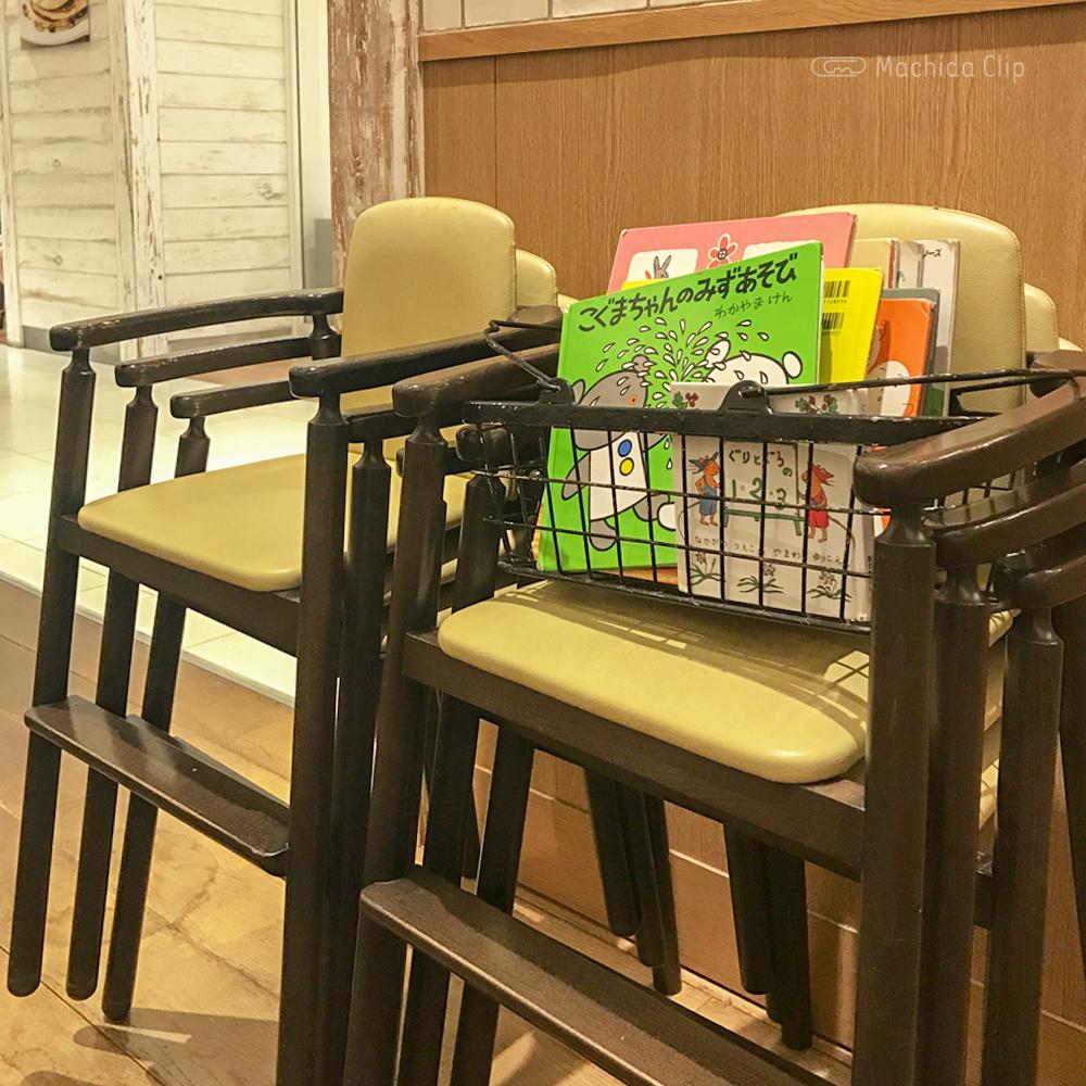 J.S. PANCAKE CAFE 町田モディ店のキッズチェアの写真