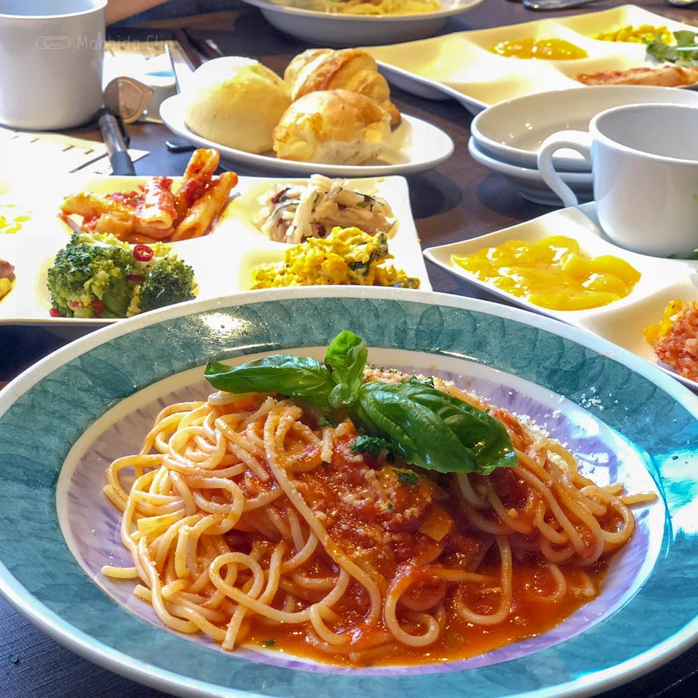 鎌倉パスタ 桜美林学園前店 ランチにも!パン食べ放題とサラダバーがあるイタリアンレストランの写真