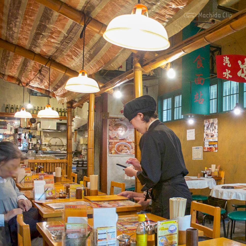 中国ラーメン揚州商人 町田店の店内の写真