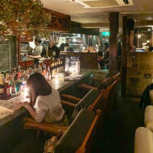 CHARCOAL GRILL勝男 町田店のカウンター席の写真