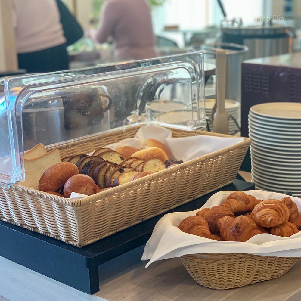カフェダイニング パームツリーのパンの写真