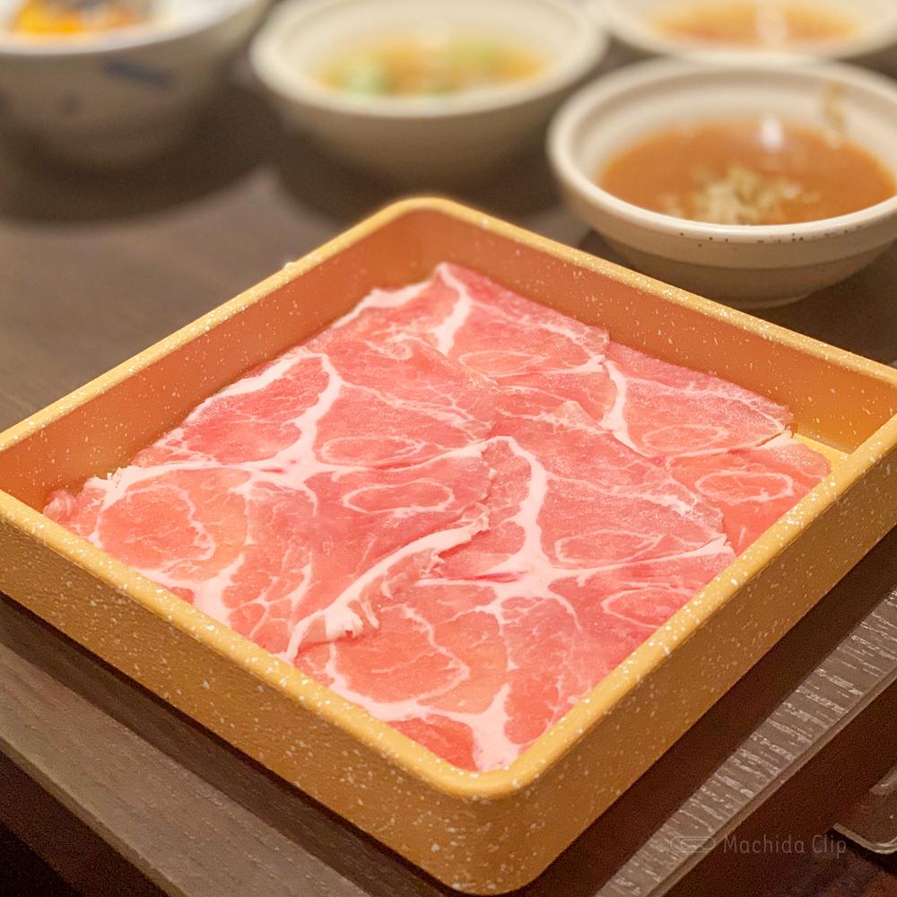 しゃぶ葉 町田店の豚肉の写真