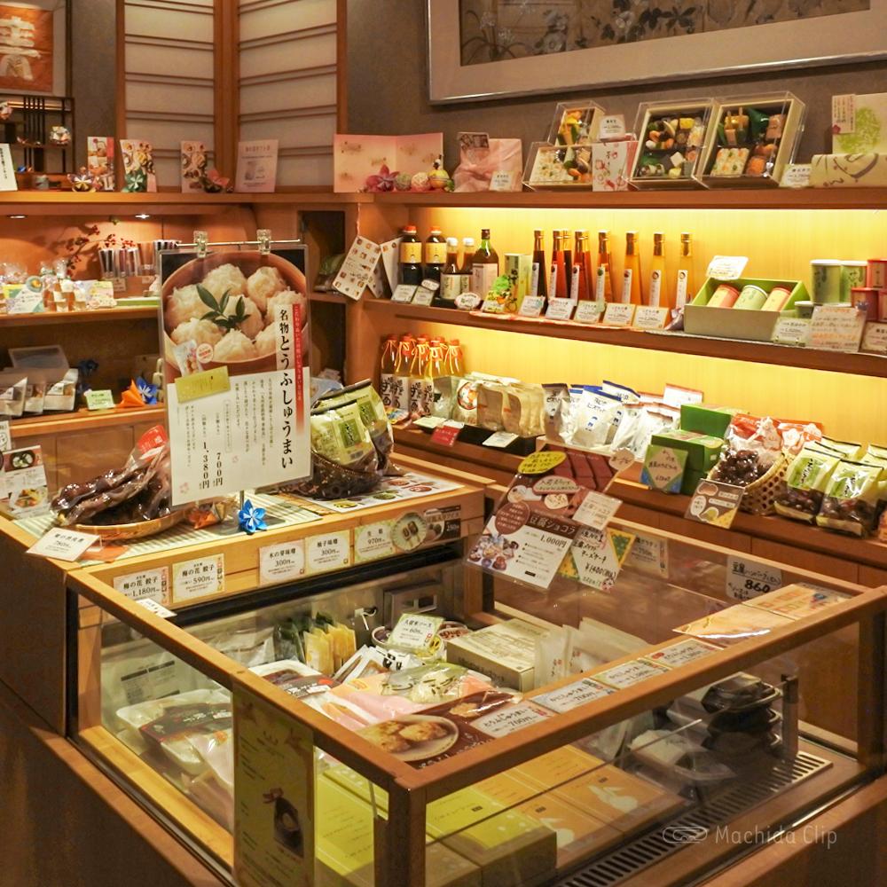梅の花 町田店の店内お土産コーナーの写真