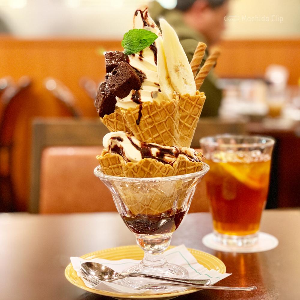 コーヒーハウス・シャノアール 町田店 コスパ最強で映えるカフェ!巨大チョコバナナパフェがなんと600円!の写真