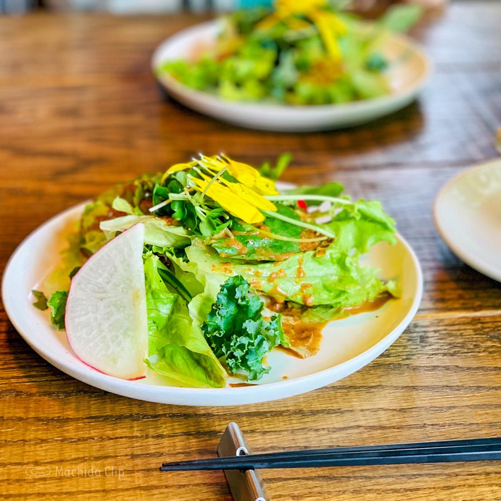 マチダイナーのサラダの写真