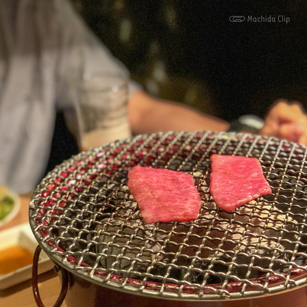焼肉一頭両騨 町田新館の七輪の写真